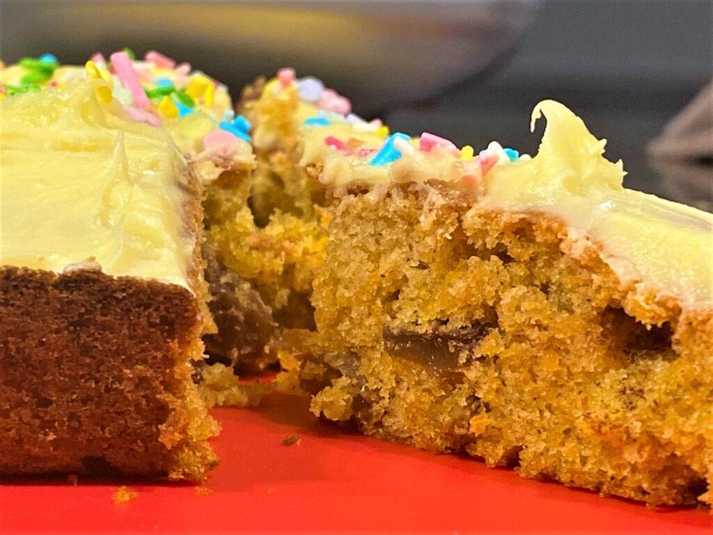 carrot cake tray bake