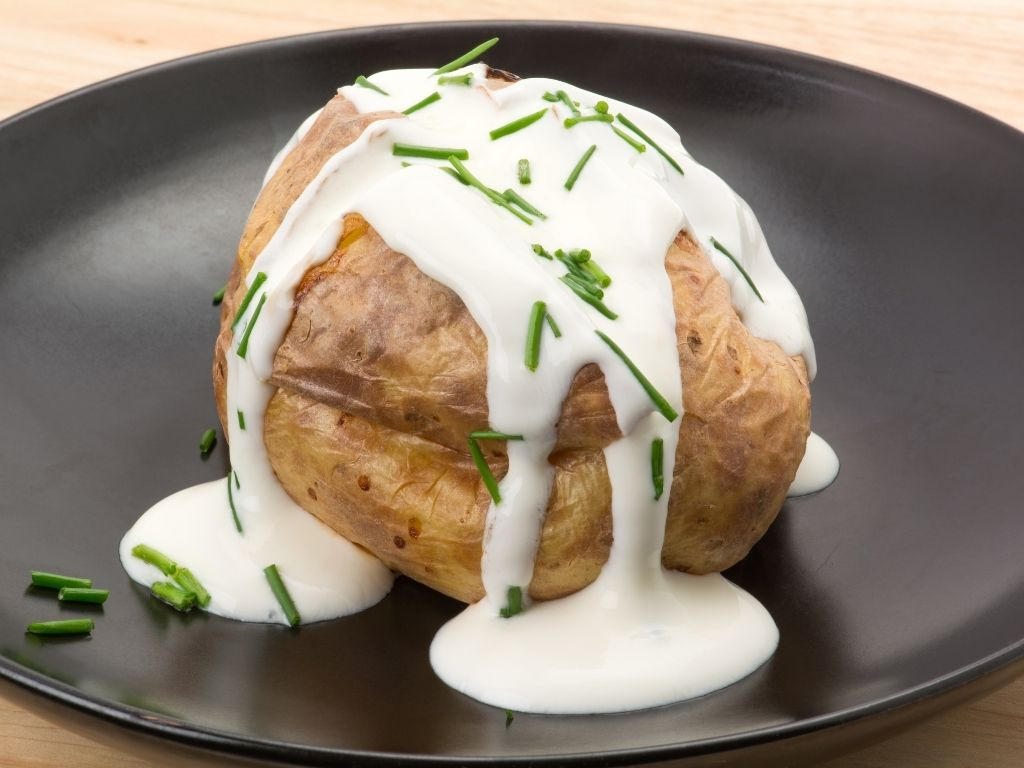 jacket potato with sour cream and chives
