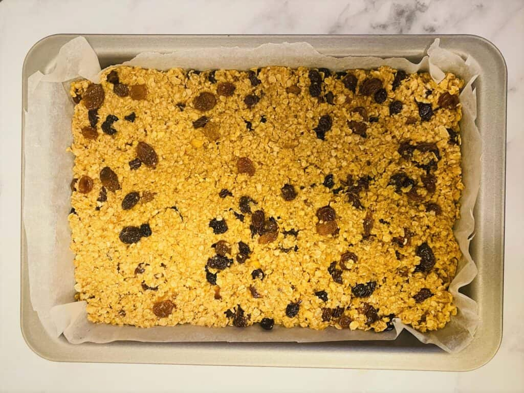 mincemeat flapjack baking tin