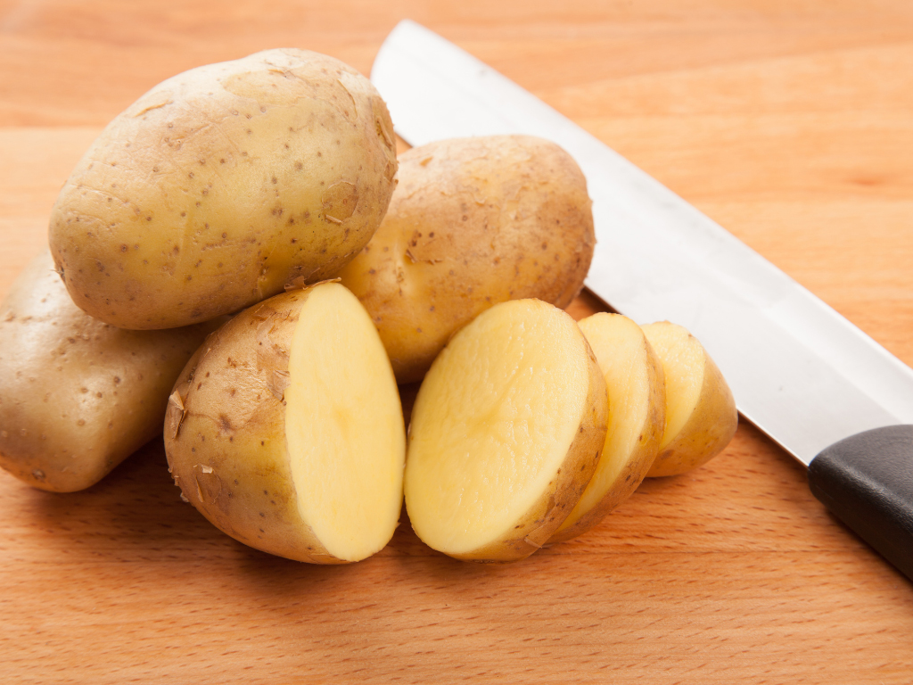 preparing potatoes for oven chips